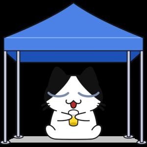 タープで休憩する猫
